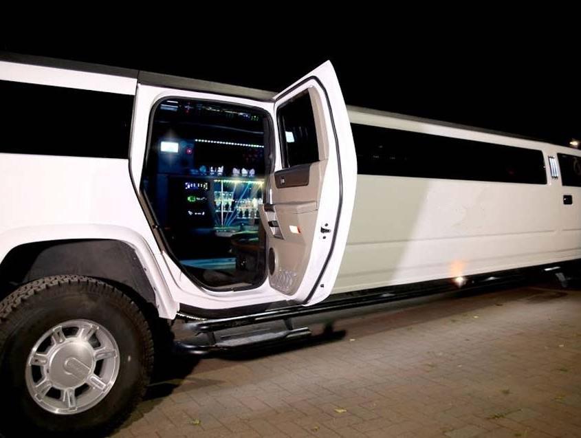 Hummer 7 Stretch Limousine Svizzera