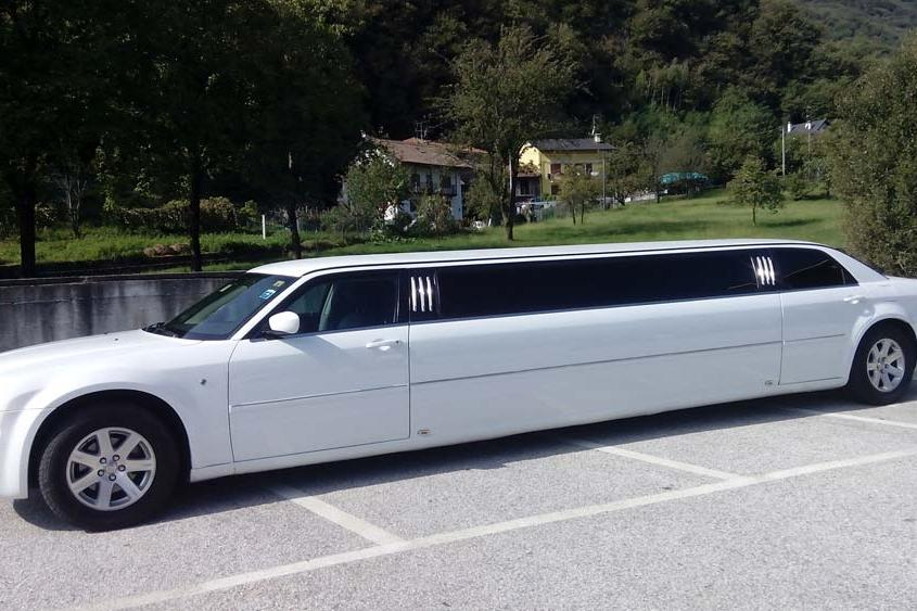 Noleggio stretch Limousines Svizzera Chrysler